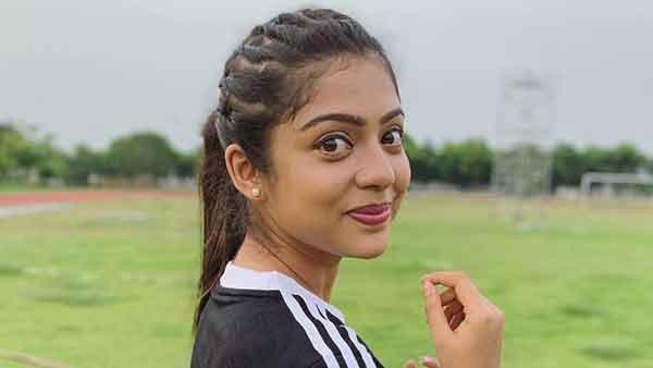 ஏதாவது சொல்றதுக்குள்ள ட்வீட்டை டெலிட் பண்ணுங்க.. பிகில் நடிகையை விளாசிய விஜய் ரசிகர் #RIPBala