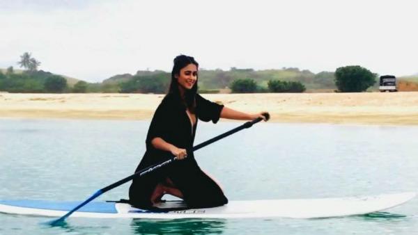 பிகினியில் ஹாயா போட்டிங்… அசால்டா செய்து அசத்தும் பிரபல நடிகை!
