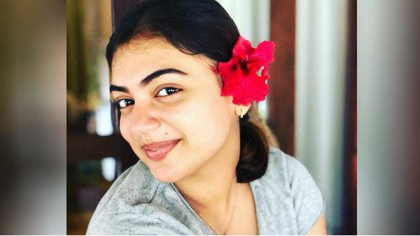 நஸ்ரியா காதுல பூ .. செம க்யூட் போட்டோ.. தங்கமே என உருகும் ரசிகர்கள் !