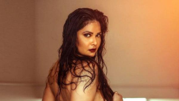 மீண்டும் டாப்லெஸில் மஸ்த்ராம் ஆன்ட்டி நடிகை.. இந்த முறை படு பங்கம்.. அப்படி ஒரு கேள்வி வேற!