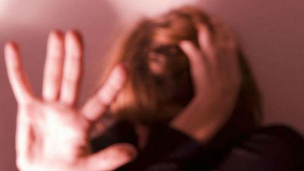 இளம் நடிகைக்குத் தொடர்ந்து பாலியல் தொல்லை.. 'வெப் சீரிஸ்' இயக்குனர் அதிரடி கைது!