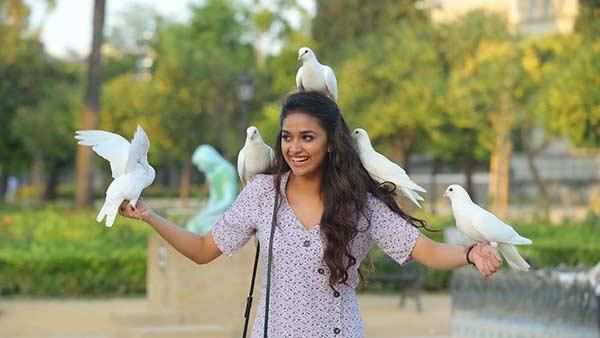 ஸ்டைலா கெத்தா மாஸா கீர்த்தி சுரேஷ்  வெளியிட்ட டிராவலிங் டைரிஸ் புகைப்படங்கள்!