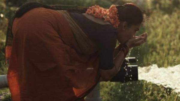 விதவிதமான போஸ்… அழகால் ரசிகர்களை மிரளவைத்த சர்பேட்டா பரம்பரை நாயகி !