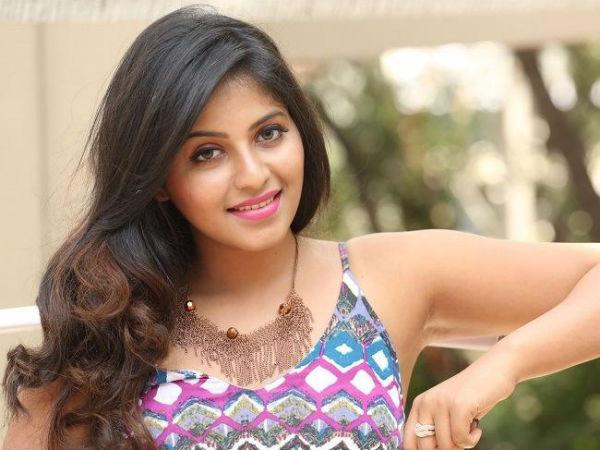 நான் காதலித்தது உண்மைதான்.. ஆனால் தோல்வியில் முடிந்துவிட்டது.. மனம் திறந்த நடிகை  அஞ்சலி! | Anjali accepts she was in love with a person - Tamil Filmibeat