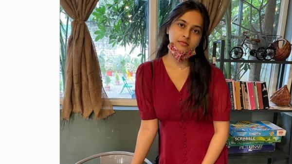 பிறந்தநாள் கொண்டாடல...ரசிகர்களிடம் சோகமாக சொன்ன ஸ்ரீதிவ்யா