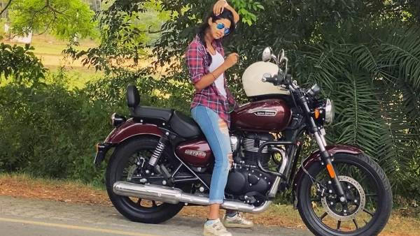 அசால்டா புல்லட்டில் ரைடு போன பிரபல நடிகை… வைரலாகும் வீடியோ !