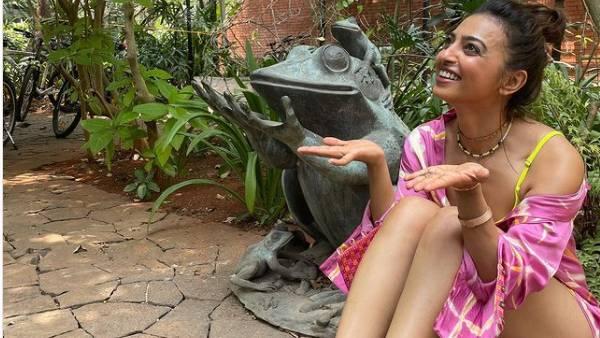 தவளையாக மாறிய ராதிகா அப்தே...இவ்வளோ கவர்ச்சியான தவளைய யாரும் பார்த்திருக்கவே முடியாது