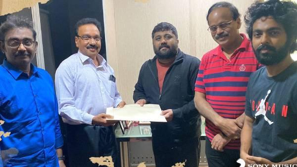 ஜிவி பிரகாஷின் ஜெயில் படத்தை வெளியிடும் பிரபல தயாரிப்பு நிறுவனம்