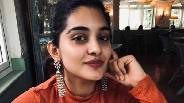 தேசிய கொடியுடன் கிளிமஞ்சரோ மலையில் ஏறிய ரஜினி, கமலின் ரீல் மகள்