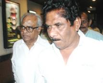 http://tamil.filmibeat.com/img/2007/12/KBalachander-Bharathiraja25_13122007.jpg