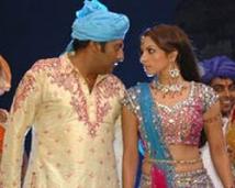 http://tamil.filmibeat.com/img/2008/05/PrakashRaj-LakshmiRai-250_26052008.jpg