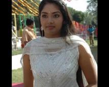 http://tamil.filmibeat.com/img/2008/08/lakshama-250_19082008.jpg