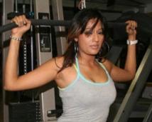 https://tamil.filmibeat.com/img/2009/01/12-brindha-parekh-250.jpg