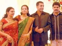 http://tamil.filmibeat.com/img/2009/07/15-gopika-200.jpg