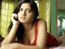 https://tamil.filmibeat.com/img/2009/08/11-keerthi-chawla-200.jpg