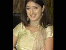 http://tamil.filmibeat.com/img/2009/11/11-lakshmirai-200.jpg