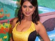 http://tamil.filmibeat.com/img/2010/02/16-tejashree-200.jpg