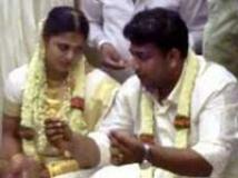 http://tamil.filmibeat.com/img/2010/05/05-sindhu-menon-wedding-200.jpg