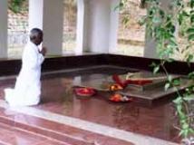 https://tamil.filmibeat.com/img/2010/05/12-illaiayaraja-4-200.jpg