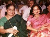 https://tamil.filmibeat.com/img/2010/05/17-kanaka-devika200.jpg