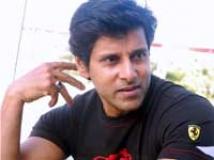 https://tamil.filmibeat.com/img/2010/08/02-vikram-1200.jpg