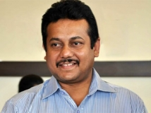 http://tamil.filmibeat.com/img/2011/07/30-hansraj-saxena2300.jpg