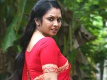 http://tamil.filmibeat.com/img/2011/08/15-jyothirmayi5-300.jpg