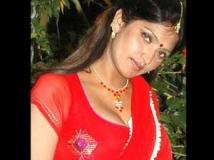 http://tamil.filmibeat.com/img/2011/12/02-bhuvaneshwari4-300.jpg
