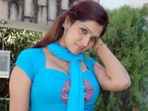 http://tamil.filmibeat.com/img/2012/01/06-bhuvaneshwari44-300.jpg