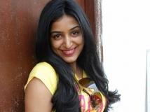 https://tamil.filmibeat.com/img/2013/02/08-padmapriya-12-300.jpg