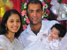 http://tamil.filmibeat.com/img/2013/02/16-gopika-with-daughter-300.jpg