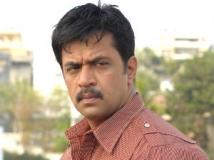 http://tamil.filmibeat.com/img/2013/03/15-arjun3-300.jpg