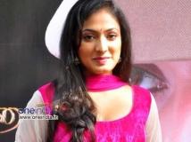 https://tamil.filmibeat.com/img/2014/09/20-producer-lodges-complaint-on-actress-haripriya4-600.jpg