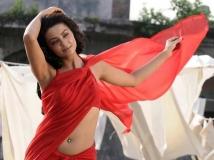 https://tamil.filmibeat.com/img/2014/11/10-adjustmens-for-cinema-offers-popular-actress-open-talk-600.jpg