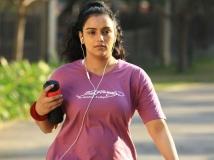 https://tamil.filmibeat.com/img/2015/07/09-1436439051-swetha-menon-2-600.jpg