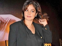 http://tamil.filmibeat.com/img/2016/02/26-1456470912-pooja-bhatt-turns-44-to-make-acting-comeback-after-16-years6-600.jpg