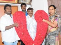 https://tamil.filmibeat.com/img/2016/04/07-1460006854-vijayakandh-family-600.jpg