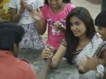 http://tamil.filmibeat.com/img/2016/05/24-1464090284-kadha-solla-porom-600.jpg
