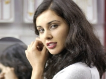 https://tamil.filmibeat.com/img/2016/06/09-1465455578-lisaray-1221-60.jpg