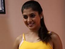 http://tamil.filmibeat.com/img/2016/08/papri-ghosh-vijay-600-05-1470380696.jpg