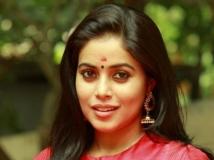 http://tamil.filmibeat.com/img/2017/11/poorna-1-28-1511862534.jpg