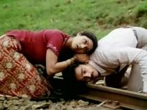 http://tamil.filmibeat.com/img/2017/12/moondrampirai6-16-1513408767.jpg
