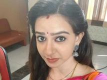 https://tamil.filmibeat.com/img/2018/04/divya2-1524484376.jpg