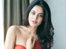 http://tamil.filmibeat.com/img/2018/06/bindu333-1528950752.jpg