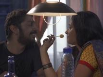 https://tamil.filmibeat.com/img/2018/08/odu-raja-odu-review-6-1534470392.jpg
