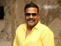 http://tamil.filmibeat.com/img/2018/10/johnvijayswifeapologisestosriranjani-1540101126.jpg