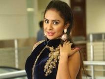 http://tamil.filmibeat.com/img/2019/04/srireddy1-1523795179-1556534615.jpg