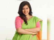 https://tamil.filmibeat.com/img/2019/05/gayathri-123-1557733590.jpg