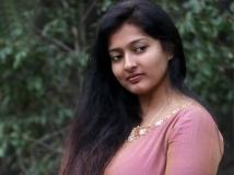 https://tamil.filmibeat.com/img/2019/05/gayathri-22-1506082968-1557215612.jpg