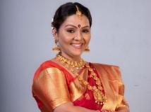 https://tamil.filmibeat.com/img/2019/07/fathimababu-15-1562646709.jpg